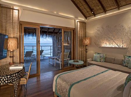 Constance-moofushi-maldives-2021-bs-senior-water-villas-03_hd.jpg