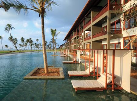 Anantaya_Resort_Chilaw_Pool_overlooking_the_Sea.jpg