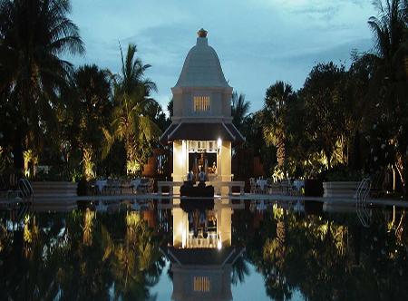 Raffles Grand d'Angkor, Siem Reap - Poolside Dining