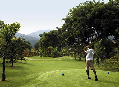 Shangri-Las_Rasa_Sayang_Resort_-_Par_3_Executive_Golf_Course.jpg