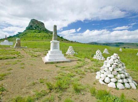 Sandlwana_hill_or_Sphinx_with_soldiers_graves.jpg