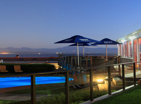 Mossel_Bay_Pool_at_night.jpg