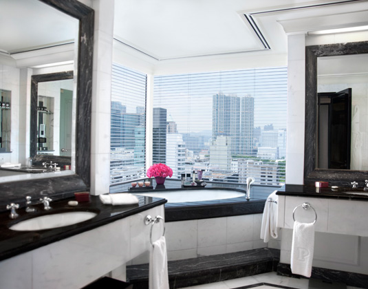 The Peninsula - Grand Deluxe Harbour View Suite Bathroom