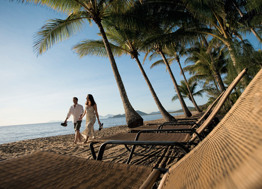 Palm-Cove-couple-on-beach.jpg