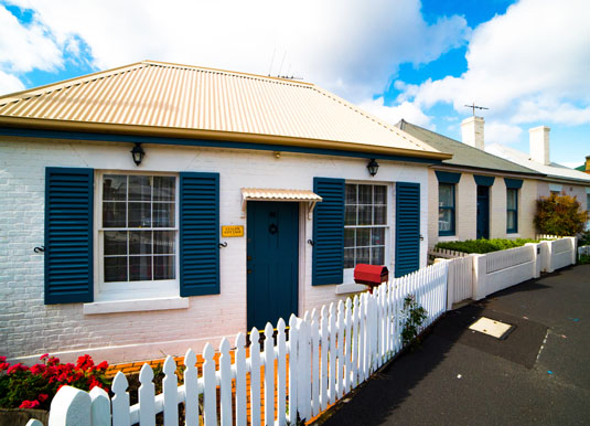 Hobart_-_Arthurs_Circus_Whaling_Cottages.jpg