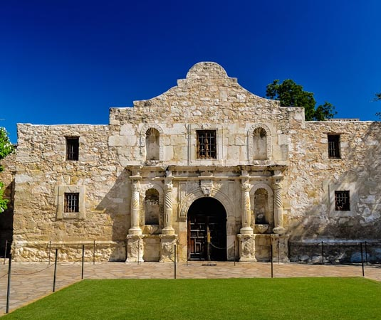San_Antionio_Alamo_Exterior.jpg