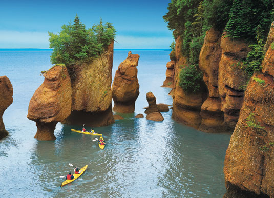 Atlantic_-_Kayaks,_Bay_of_Fundy,_New_Brunswick.jpg