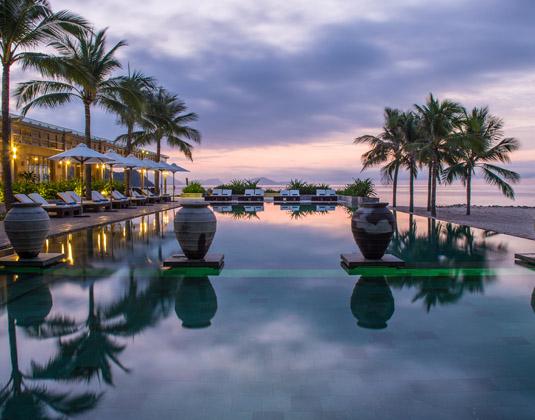 Mia_Resort_Nha_Trang_-_evening.jpg