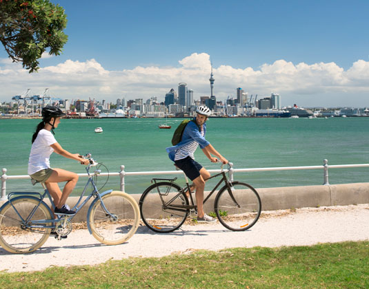 Total_North_Island_Cycling_with_Auckland_skyline.jpg