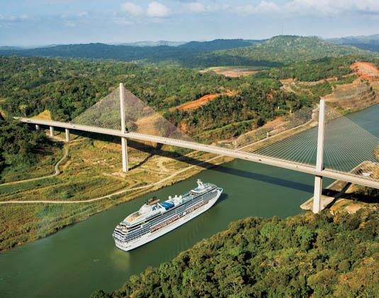 Panama_Canal_Ocean_to_Ocean_Ship.jpg