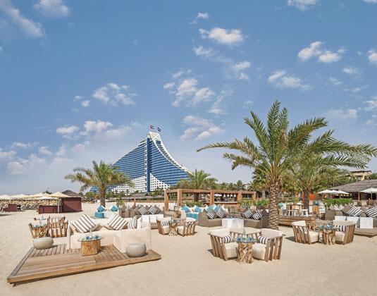 Jumeirah_Beach_Hotel_-_Beach_Lounge_with_Jumeirah_Beach_Hotel.jpg