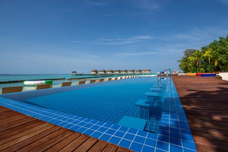 Centara-Ras-Fushi_crf-swimming-pool-14.jpg