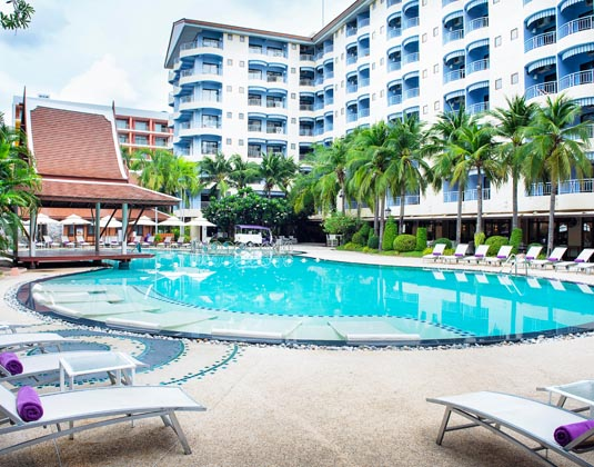 Mercure_Pattaya_Hotel_-_Pool.jpg