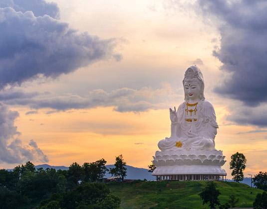 Guan_Yin_Statue_at_Wat_huay_Pla_Kang_Temple,_Chiang_Rai.jpg