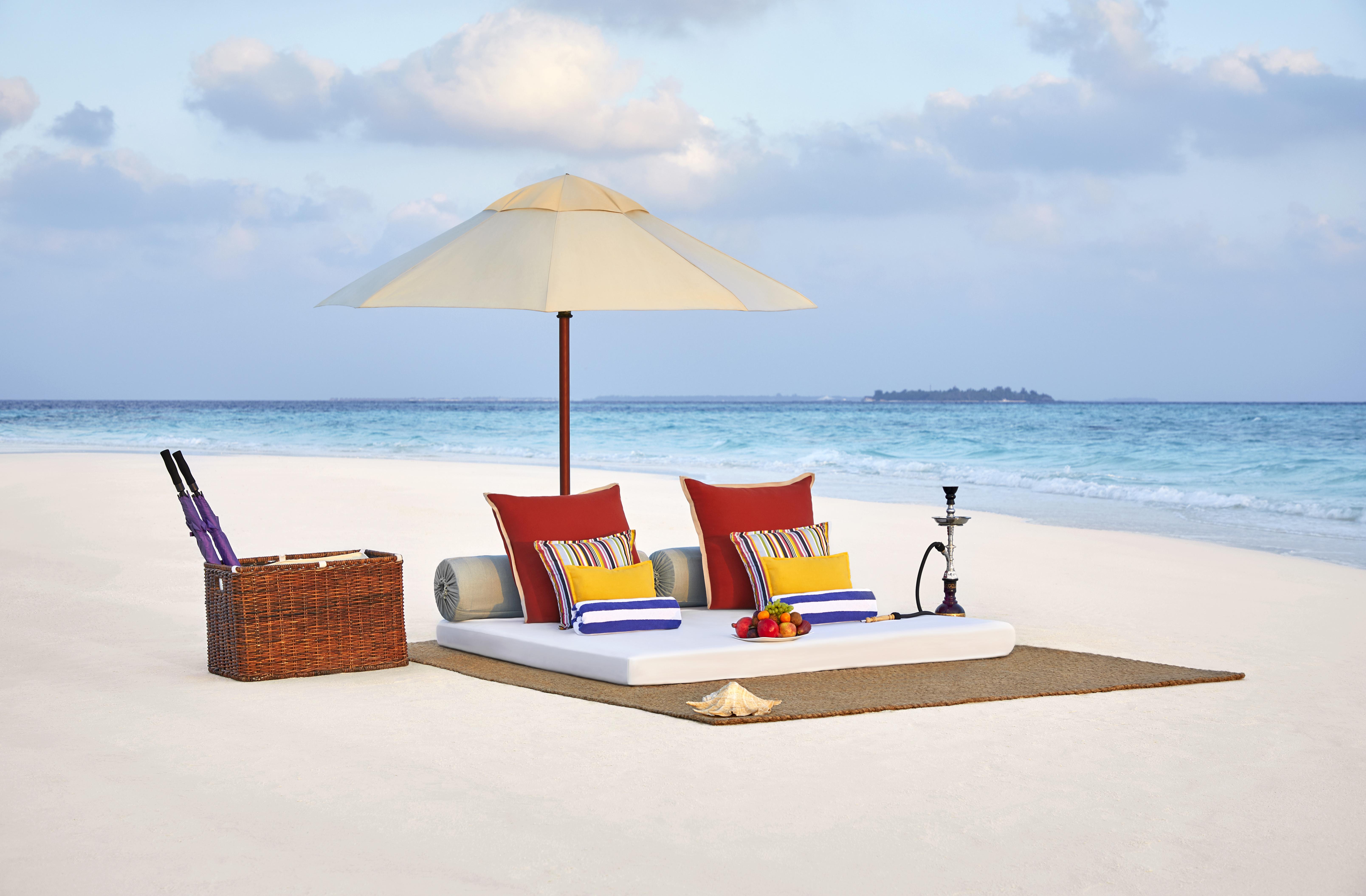 Taj-Coral-Reef-Resort-and-Spa-Maldives_SandbankDining.jpg