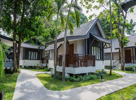 Peace-Resort-Samui_Deluxe-bungalow-exterior.jpg