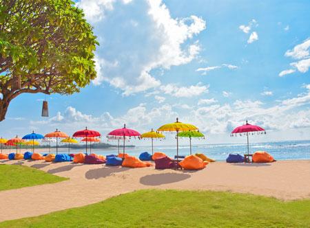 Ayodya-Resort-Bali-Stuning-Sun-Loungers.jpg