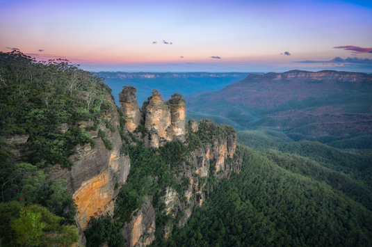 Three_Sisters_-Blue_Mountains_National_Park_shutterstock_1120802528.jpg