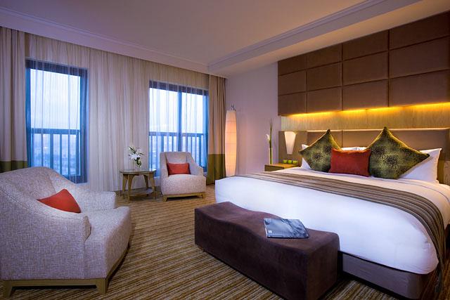 Traders Hotel Qaryat al Beri deluxe room