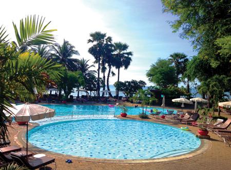 Regent Chalet Beach Resort - Pool
