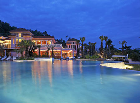 Centara_Grand_Beach_Resort_Phuket_-_Exterior,_Night.jpg