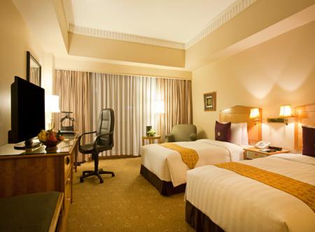 Duxton,_Ho_Chi_Minh_City_-_Deluxe_Room.jpg