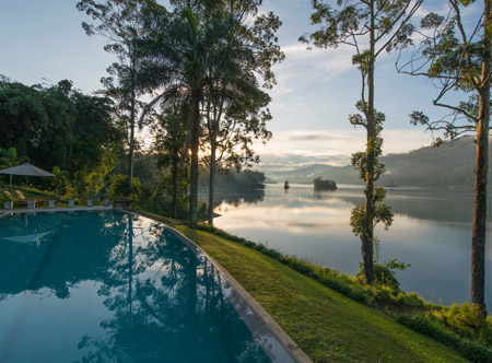 Summerville_Bungalow_pool_and_Castlereagh_lake.jpg