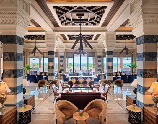 Madinat_Jumeirah_Al_Qasr_-_Al_Fayrooz_lounge.jpg