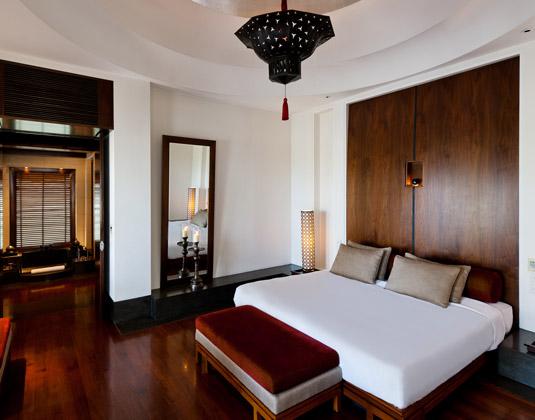 Cedi_Muscat-Chedi_Club_Suite_Bedroom.jpg