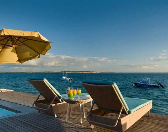Dugong Beach Lodge - Deckchairs