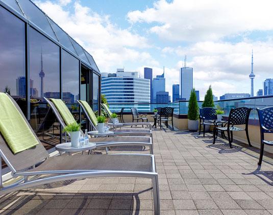 Chelsea_Hotel_Toronto_-_Sun_Deck.jpg