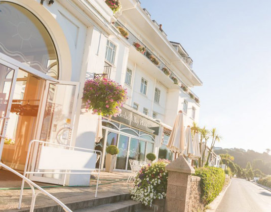 St_Brelades_Bay_-_Hotel_Entrance.jpg