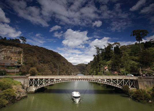 Kings_Bridge,_Cataract_Gorge_Reserve.jpg