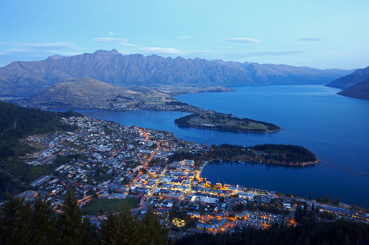 Queenstown_aerial_view_at_dusk.jpg