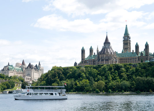 Ottawa_-_Parliament_Hill_from_the_river.jpg