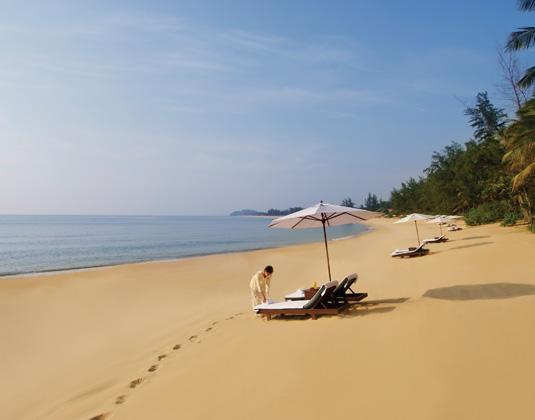 Tanjong_Jara_Beach_Terengganu.jpg