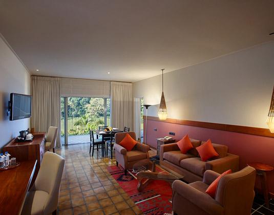 Cinnamon_Citadel_-_Suite_Sitting_Room.jpg