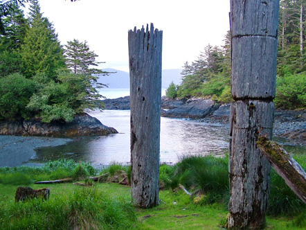 Historic_Totem_Poles,_Ninstints,_Haida_Gwaii_shutterstock_668064058.jpg