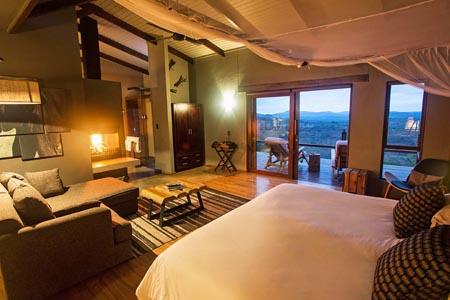 Rhino-Ridge-Safari-Lodge-BUSH-VILLA-INT-1-Guy-Upfold.jpg