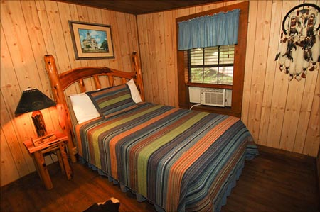 Dixie-Dude-Ranch_typical-room375.jpg