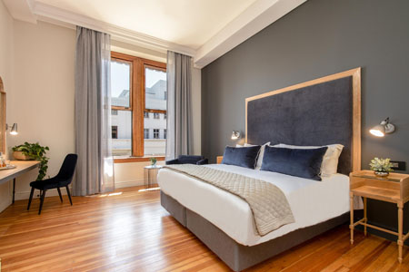 Old-Bank-Hotel-Cape-Town_dlx-room.jpg