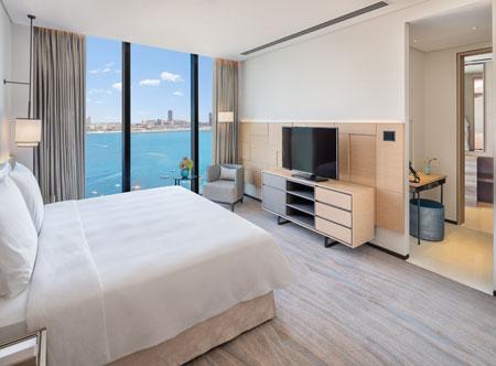 Address-Beach-Resort_executive-suite.jpg