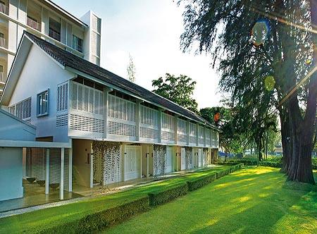 Lone_Pine_Hotel_-_Main_Exterior.jpg