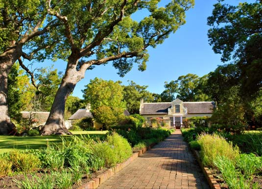 Vergelegen_wine_farm_estate,_near_Stellenbosch_shutterstock_19038094.jpg