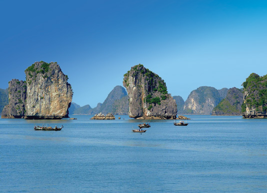 Halong-Bay-Panorama.jpg