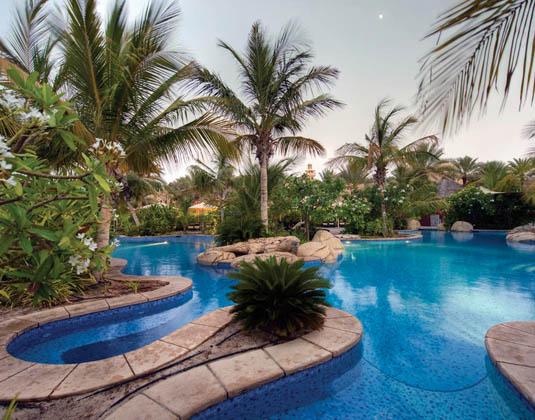 Jumeirah_Beach_Hotel_Club_Executive_Pool.jpg