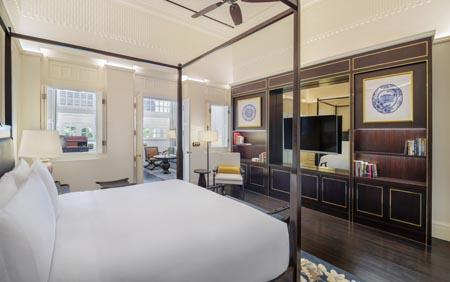 Raffles-SIN_Palm_Court_Suite_Bedroom.jpg