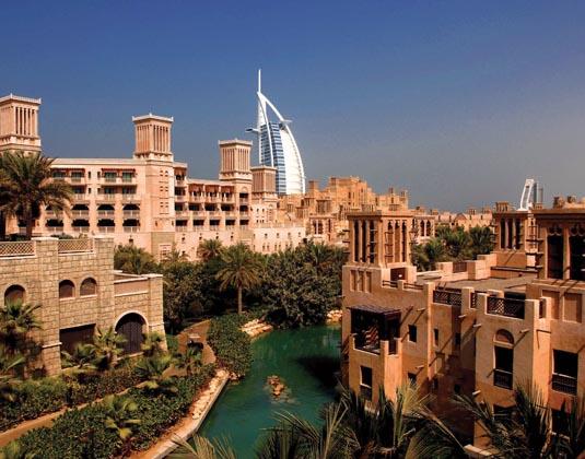 Madinat_Jumeirah_Al_Qasr_-_Exterior_Burj_Al_Arab_View.jpg