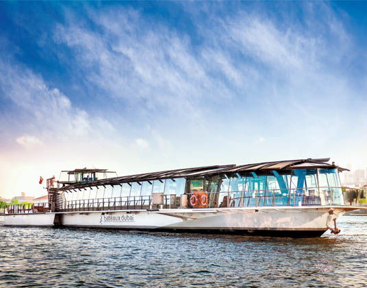 Bateaux Dubai dinner cruise excursion