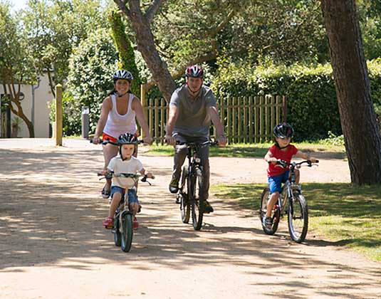 Les_Ormes_family_on_bikes.jpg